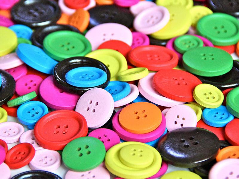 Processo de adição de cores ao plástico