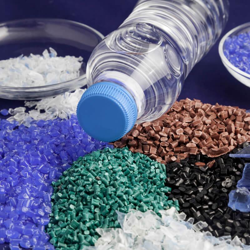 As adaptações da indústria do plástico em meio à crise