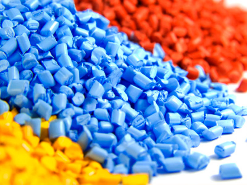 Como o plástico se torna o plástico usado no dia a dia?