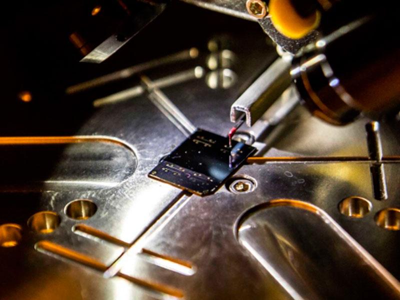Plástico que conduz calor promete carros e eletrônicos mais leves
