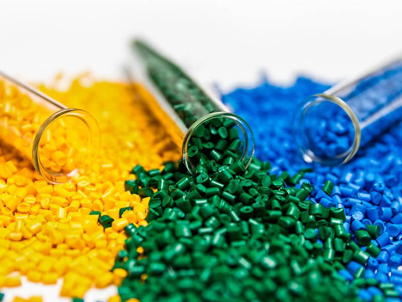 Conheça as aplicações mais comuns das resinas plásticas na indústria brasileira