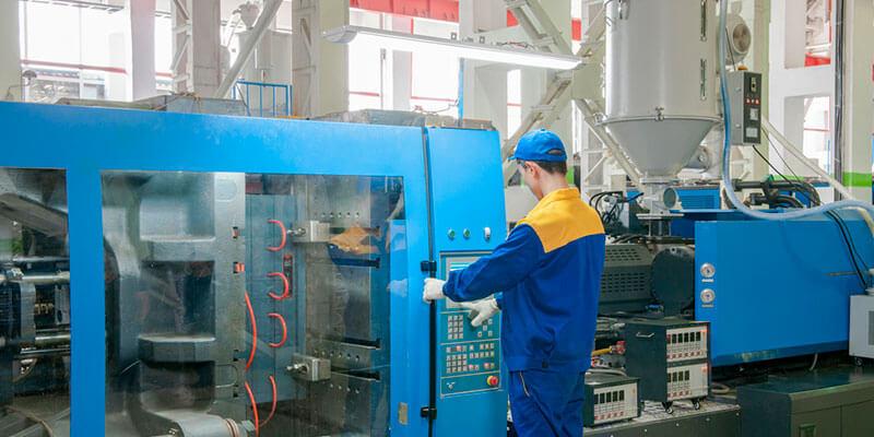 Especialista dá dicas de manutenção preventiva para máquinas injetoras